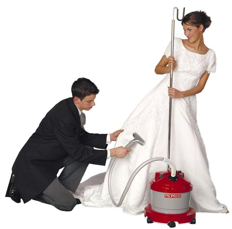 defroisseur sur robe blanche